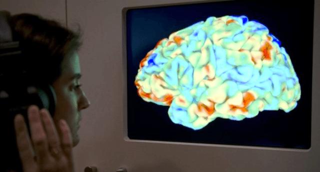 """È scientificamente provato: la gente sta diventando """"più stupida"""". Ecco perché…"""
