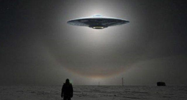 Una ipotesi affascinante: e se gli UFO fossero uomini del futuro in viaggio nel tempo?