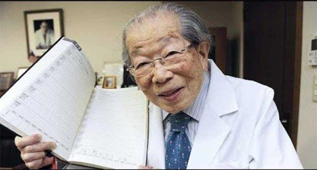 I 12 consigli per vivere bene e a lungo di Shigeaki Hinohara, il medico giapponese scomparso di recente a 105 anni.
