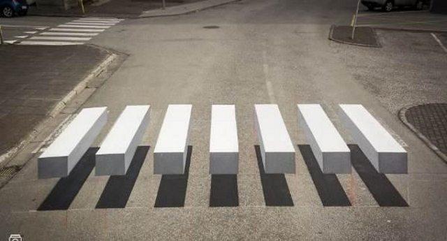 In Islanda le fantastiche strisce pedonali in 3d ben visibili, fanno rallentare gli automobilisti e garantiscono la sicurezza dei pedoni.