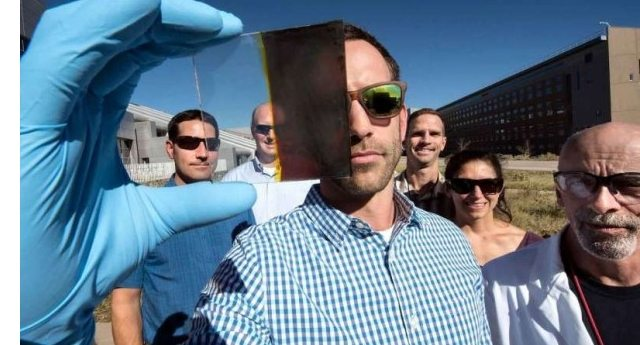 Dal NREL ecco le finestre solari che producono energia cambiando colore!