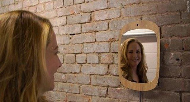 Smile Mirror: lo specchio per i malati di tumore che funziona solo se sorridi.