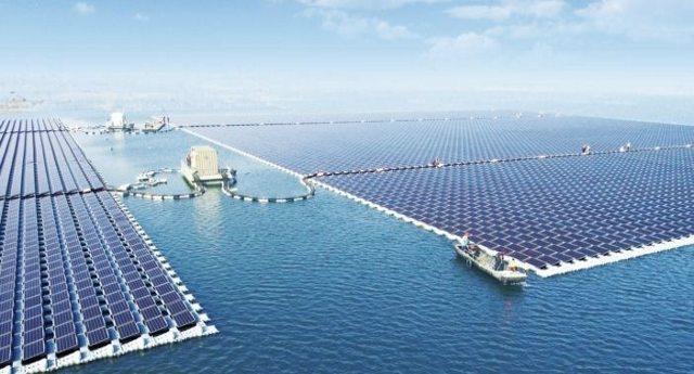 La lezione della Cina, un'isola con più di 120.000 pannelli solari galleggianti: così riescono a dare elettricità ad una intera cittadina!