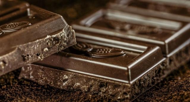 Il cioccolato fa bene – Un toccasana per memoria, umore e sistema immunitario. Cura infiammazioni e stress e quello con il 70% di cacao può aiutare perfino contro la colite