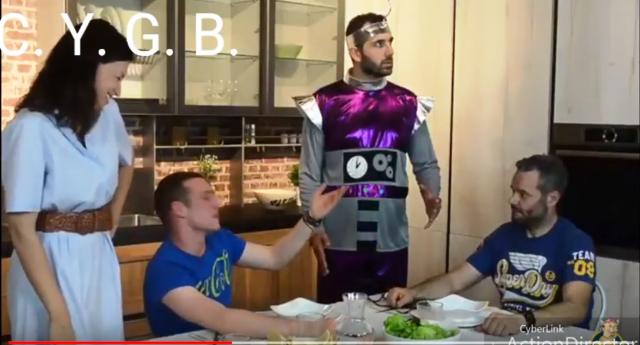Robot da cucina contro le bugie – breve video che ve la farà fare sotto dalle risare!
