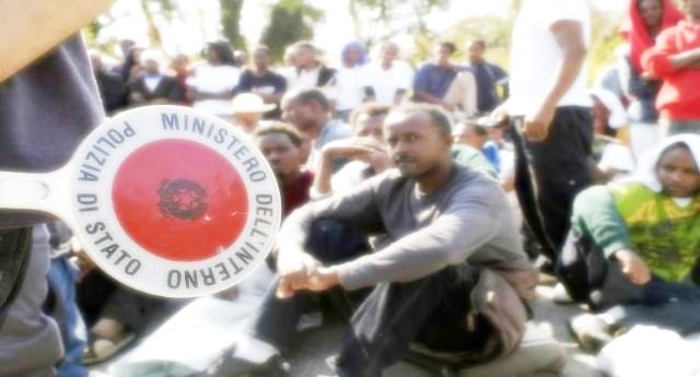 …E il popolo di Castelnuovo accoglie nelle sue case i migranti cacciati da Salvini…!