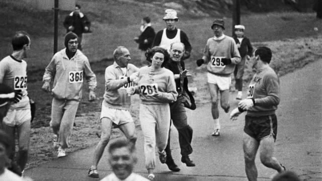 19 aprile 1967 – Kathrine Switzer sfidò il maschilismo nello sport correndo la maratona di Boston