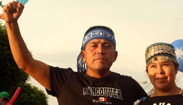 C'è un uomo in prigione. Un uomo condannato per aver difeso il diritto all'acqua del suo popolo contro il potere delle Multinazionali. Alberto Curamil, il leader Mapuche che ha salvato i fiumi… finché ha potuto…!