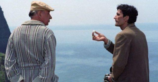 """4 giugno 1994 – 25 anni senza Massimo Troisi. Lo ricordiamo con il suo canto del cigno """"Il postino"""": la poesia che vince la morte…"""